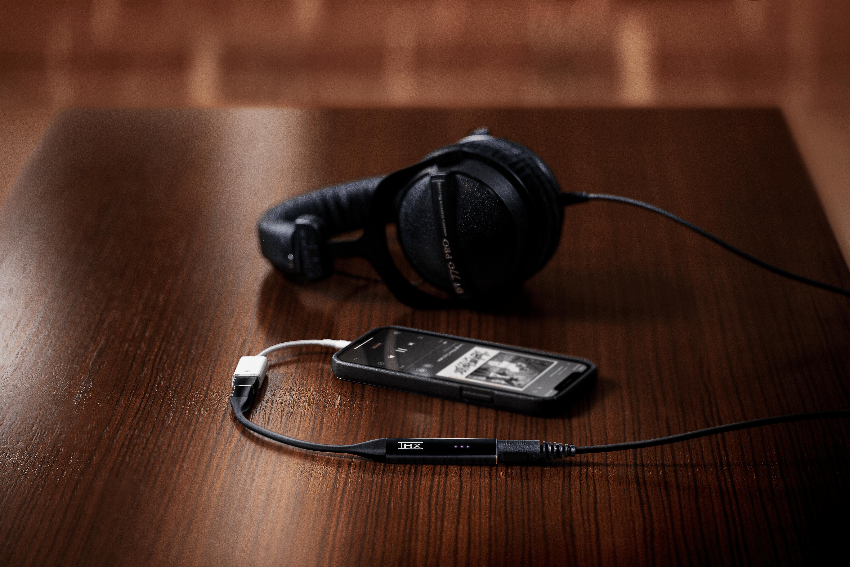 THX Onyx DT 770 Pro Headphones & iPhone 5760x3840